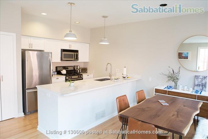 Bright, conveniently located townhome  Home Rental in Chicago, Illinois, United States 0