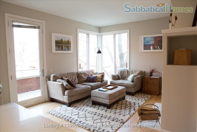 Bright, conveniently located townhome  Home Rental in Chicago, Illinois, United States 3