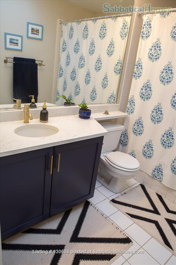 Bright, conveniently located townhome  Home Rental in Chicago, Illinois, United States 6