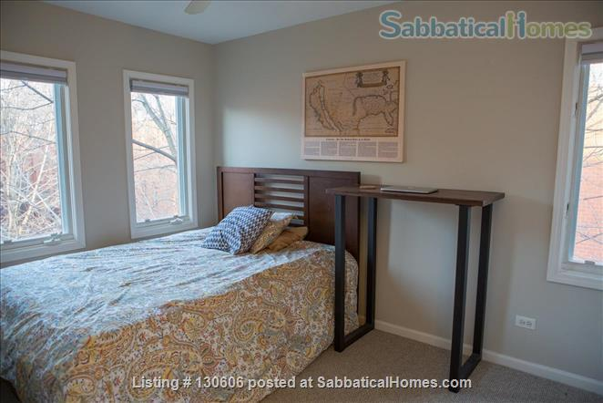 Bright, conveniently located townhome  Home Rental in Chicago, Illinois, United States 7