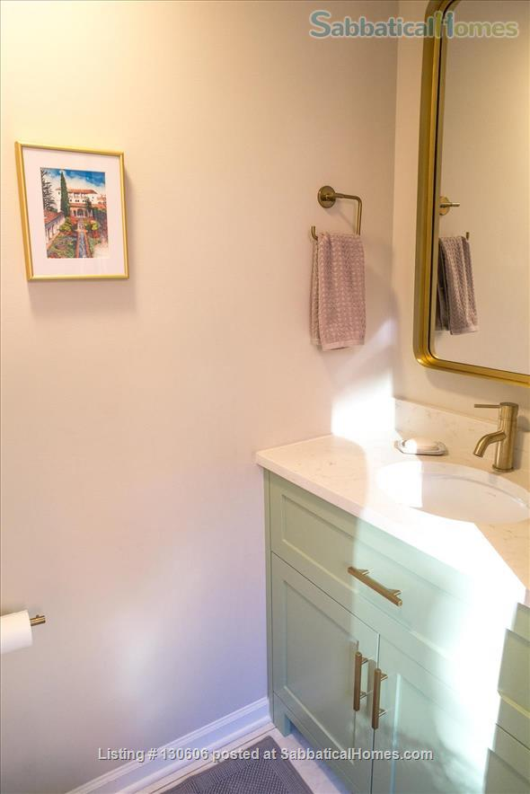 Bright, conveniently located townhome  Home Rental in Chicago, Illinois, United States 8