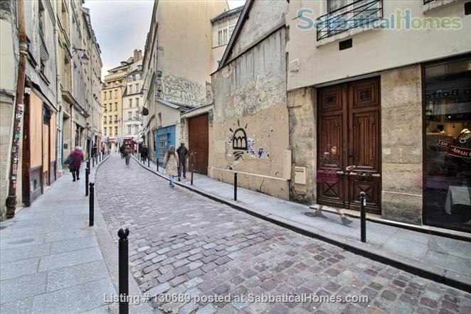 Charming 1 bedroom apartment in Latin Quarter 200 yards from Notre Dame Home Rental in Paris, Île-de-France, France 9