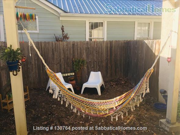 Cozy West Campus Cottage 1bdr/1ba (utilities included) Home Exchange in Austin, Texas, United States 5