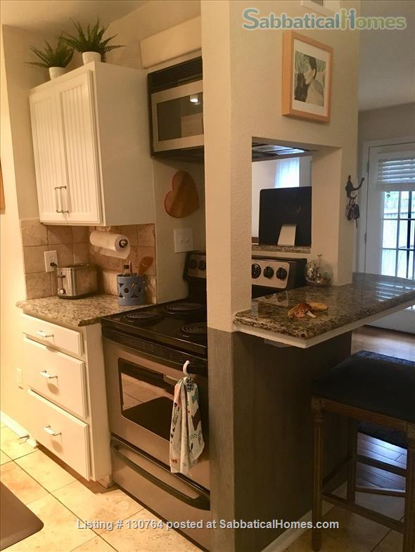 Cozy West Campus Cottage 1bdr/1ba (utilities included) Home Exchange in Austin, Texas, United States 3