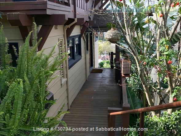 Spacious Berkeley apartment with balcony and view of San Francisco Bay.  Walk to campus. Home Rental in Berkeley, California, United States 9