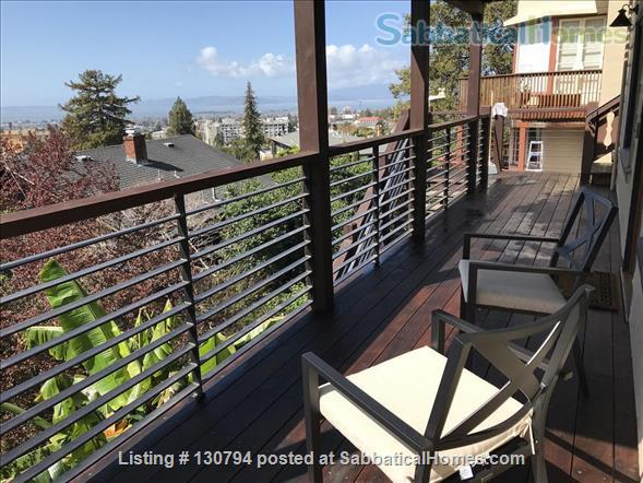 Spacious Berkeley apartment with balcony and view of San Francisco Bay.  Walk to campus. Home Rental in Berkeley 3