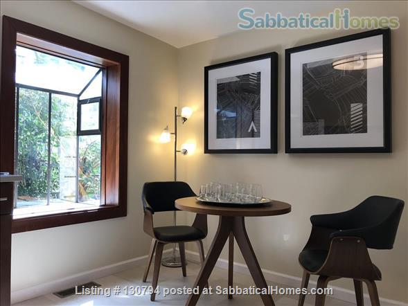 Spacious Berkeley apartment with balcony and view of San Francisco Bay.  Walk to campus. Home Rental in Berkeley 4