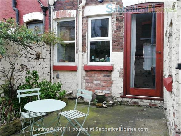 COZY AND STYLISH VICTORIAN TERRACED HOME NEAR LARK LANE & SEFTON PARK Home Rental in Liverpool, England, United Kingdom 8
