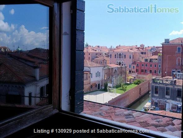 Charming historical flat overlooking the Venetian rooftops Home Rental in Venice 9