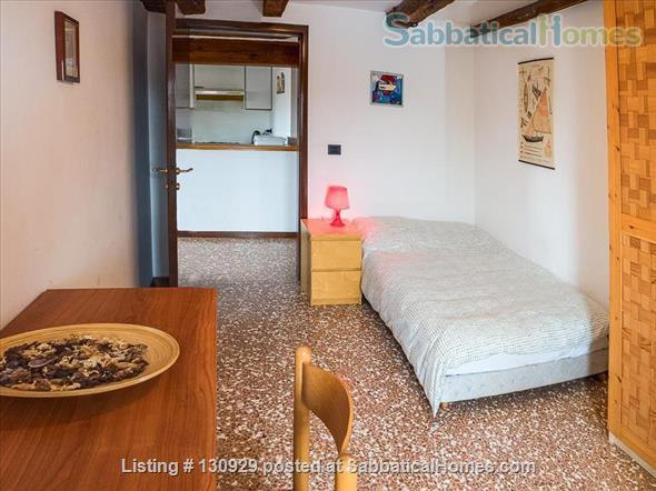 Charming historical flat overlooking the Venetian rooftops Home Rental in Venice 6