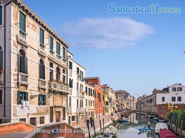 Charming historical flat overlooking the Venetian rooftops Home Rental in Venice 8