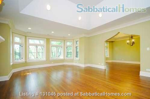 1B/1B in beautiful + spacious 3B/3B Condo Home Rental in Chicago, Illinois, United States 2