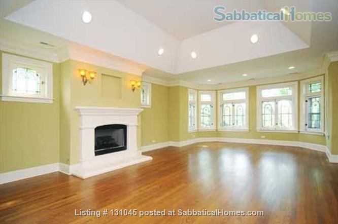 1B/1B in beautiful + spacious 3B/3B Condo Home Rental in Chicago, Illinois, United States 3