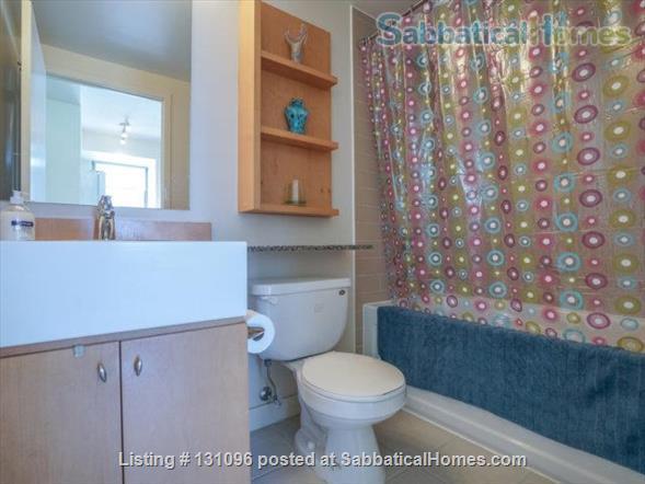 Condo: 2 beds, 1 bath, AMAZING DOWNTOWN LOCATION! Home Rental in Toronto, Ontario, Canada 4