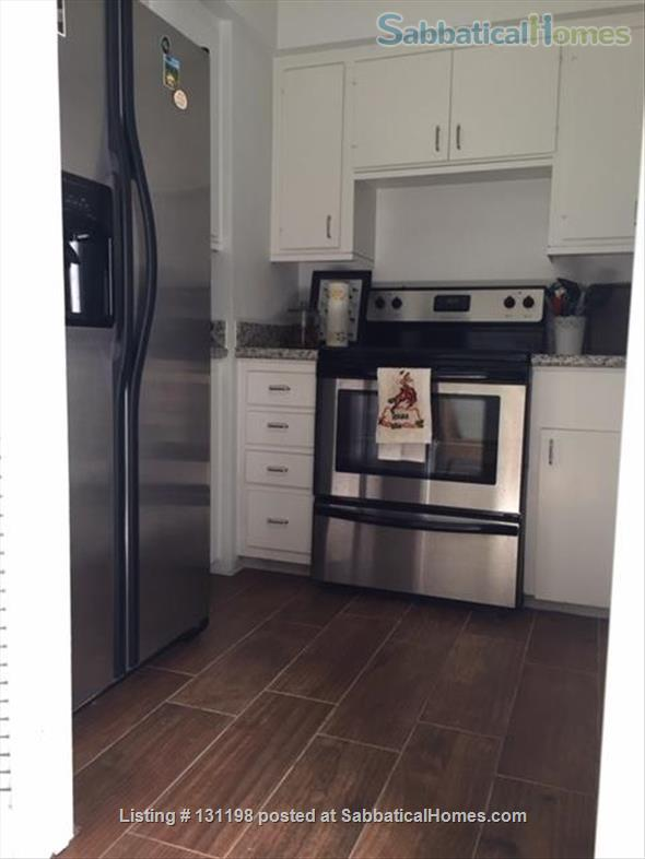 Bright & spacious 1-bedroom condo in Museum District Home Rental in Houston, Texas, United States 0