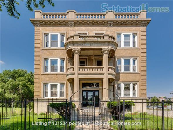 Furnished 2brd 2 bath near University of Chicago Home Rental in Chicago, Illinois, United States 1