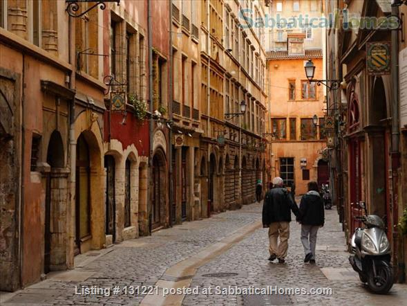 Apartment quiet and sunny for rent in the district of Vieux Lyon Home Rental in Lyon, Auvergne-Rhône-Alpes, France 8