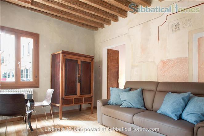 Scala Mata: Unique, Ancient and Homely Apartment near the Giardini Home Rental in Venezia, Veneto, Italy 3