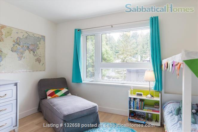 Stunning 5 BR West Coast home across from UBC Endowment Lands (pet-friendly) Home Rental in Vancouver, British Columbia, Canada 8