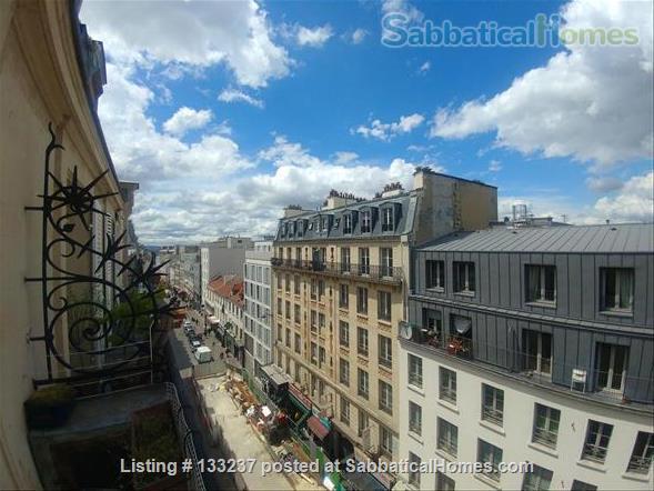 Cozy, refurbished apartment in Paris city centre Home Rental in Paris, Île-de-France, France 4