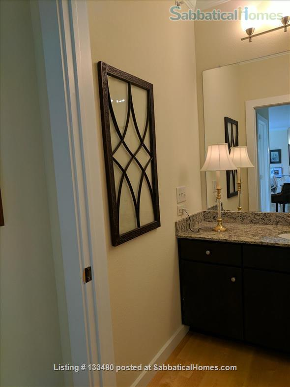 Austin, TX 78704  spacious FULLY FURNISHED 1bd/1b CORNER unit condo in prime DOWNTOWN location avail. by owner/no fee Home Rental in Austin, Texas, United States 6