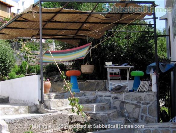 Loveliest summerhouse on coast- 5 mins WALK into divine waters of E Aegean Home Rental in Bodrum, Mugla, Turkey 4