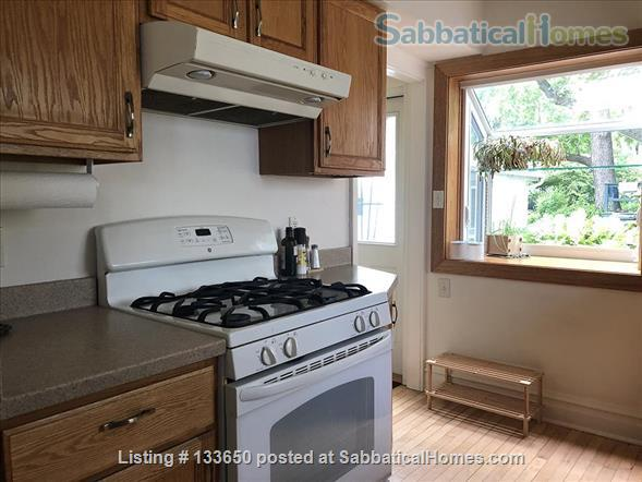 Sweet 2BD bungalow, near west side available JANUARY Home Rental in Madison, Wisconsin, United States 4
