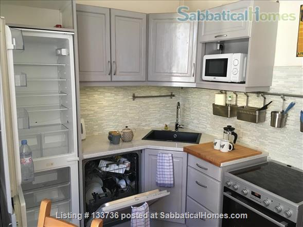 Excellent location. No car needed. Overlooking the park in Beziers. Home Rental in Béziers, Occitanie, France 9