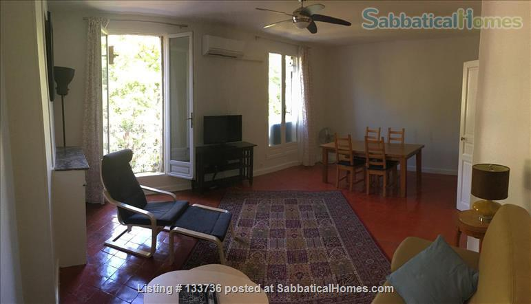 Excellent location. No car needed. Overlooking the park in Beziers. Home Rental in Béziers, Occitanie, France 4