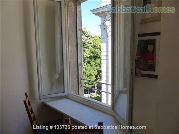 Excellent location. No car needed. Overlooking the park in Beziers. Home Rental in Béziers, Occitanie, France 8