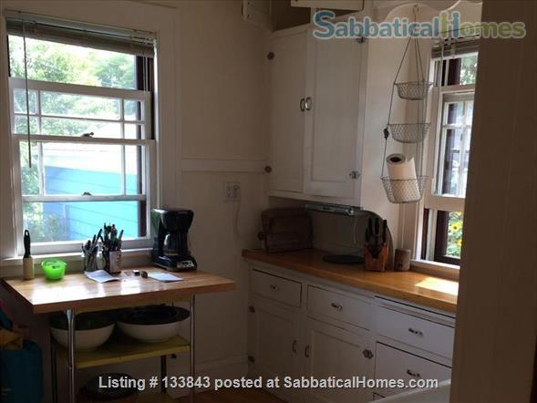 Adorable Bungalow 2 blocks from the lake on the Isthmus  Home Rental in Madison, Wisconsin, United States 5