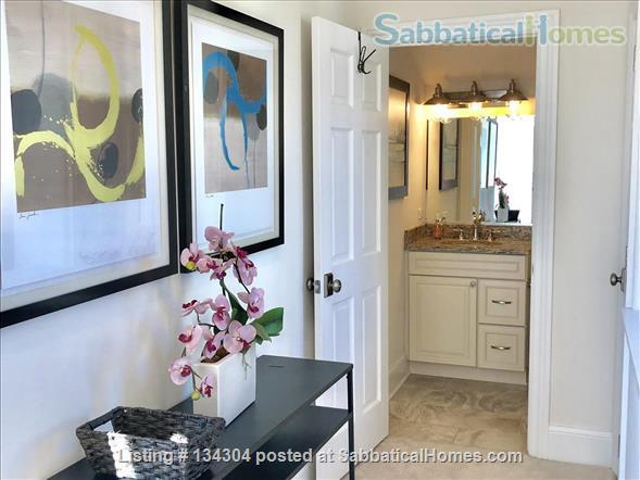 Bright, Fully Furnished Modern Coach House Apartment Available -- 2 blocks from Northwestern University Campus Home Rental in Evanston, Illinois, United States 3