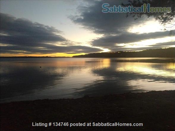 Beautiful Artist Lakehouse Home Rental in Winthrop, Maine, United States 9