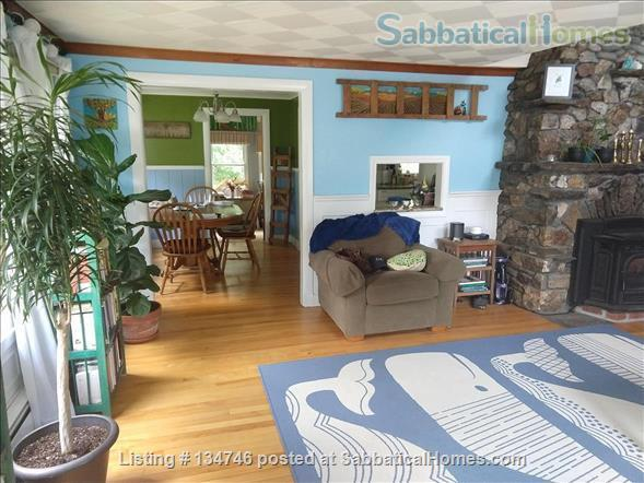Beautiful Artist Lakehouse Home Rental in Winthrop, Maine, United States 3