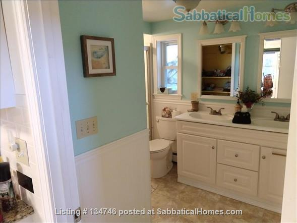 Beautiful Artist Lakehouse Home Rental in Winthrop, Maine, United States 5