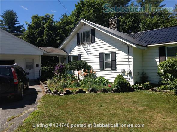 Beautiful Artist Lakehouse Home Rental in Winthrop, Maine, United States 7