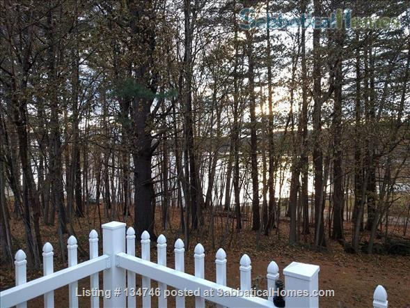 Beautiful Artist Lakehouse Home Rental in Winthrop, Maine, United States 8