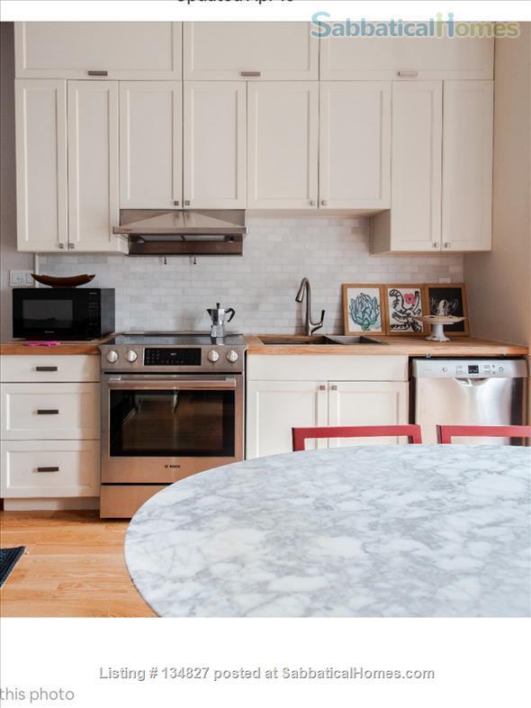3 Bedroom Trinity Bellwoods - Toronto Home Rental in Toronto, Ontario, Canada 2