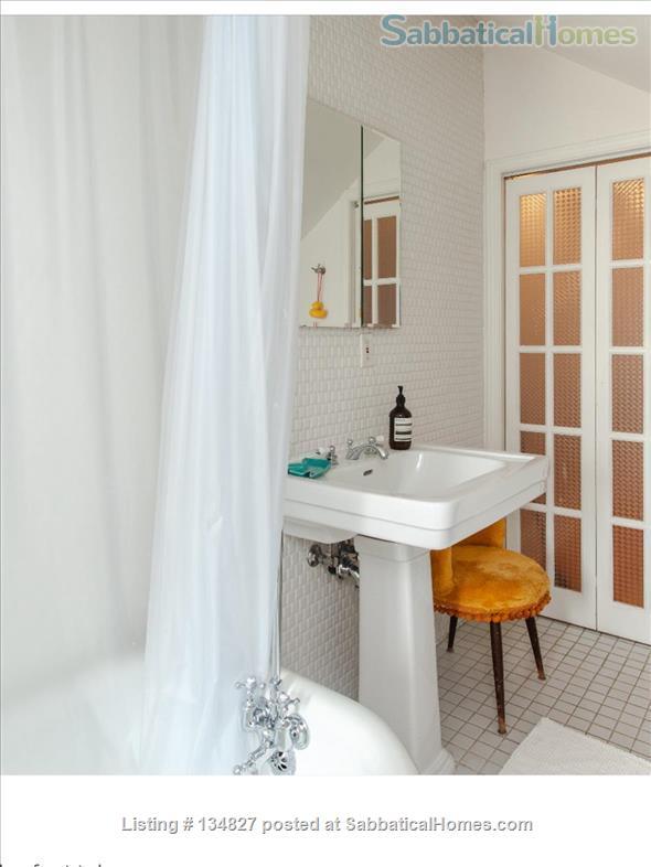 3 Bedroom Trinity Bellwoods - Toronto Home Rental in Toronto, Ontario, Canada 7