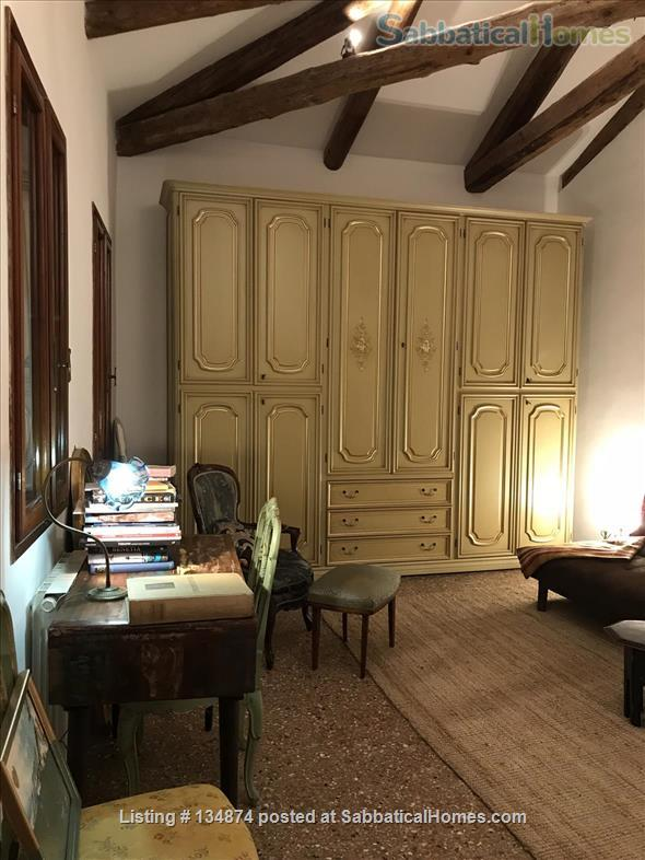 Top floor bright terrace appartment, 5 mins to San Marco Home Exchange in Venice, Veneto, Italy 5