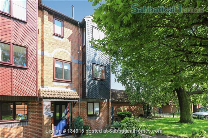 State-of-the-art 4-bed / 2.5 bath family house with canal views Home Exchange in Warwick, England, United Kingdom 9