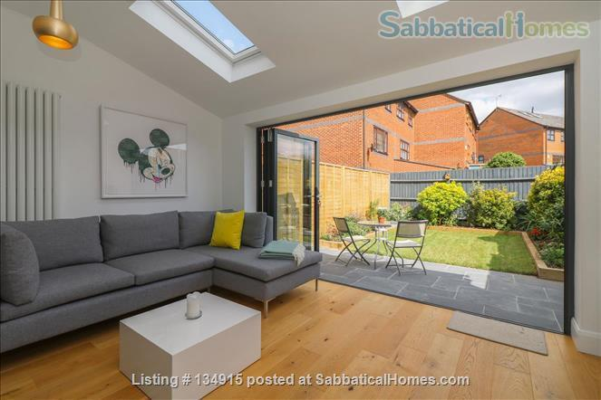 State-of-the-art 4-bed / 2.5 bath family house with canal views Home Exchange in Warwick, England, United Kingdom 0