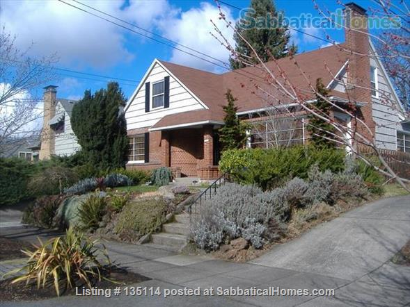 Spacious and Light Filled Home in NE Portland Home Rental in Portland, Oregon, United States 1