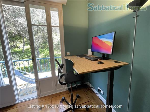 NICE, BEST AMAZING OCEAN VIEW. 2 bedrooms with A/C open on a terrace overlooking a forest. Private garage. Ideal for working from home with Dual Band Mesh wifi 6 system,  Standing desk and ergonomic chair Home Exchange in Nice, Provence-Alpes-Côte d'Azur, France 9