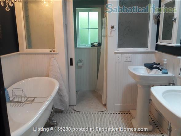 Remodeled bungalow in perfect Central District location Home Rental in Seattle, Washington, United States 5