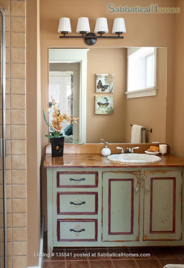 Luxury Kitsilano 2 Bedroom + Den 3 Bathroom Townhouse near beach Home Rental in Vancouver, British Columbia, Canada 7