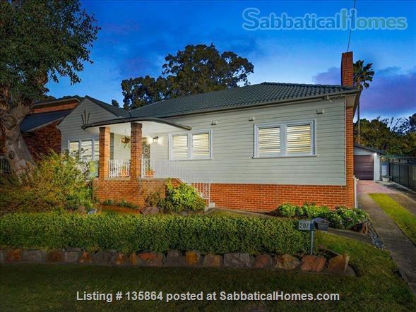 Flora Ingal: a sweet house with big garden. 10 mins walk to University. Home Rental in Birmingham Gardens, NSW, Australia 1