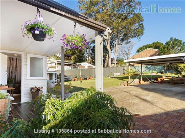 Flora Ingal: a sweet house with big garden. 10 mins walk to University. Home Rental in Birmingham Gardens, NSW, Australia 0