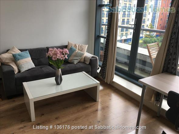 Penthouse with balcony, dishwasher, 24 hour security Home Rental in Isle of Dogs, England, United Kingdom 1
