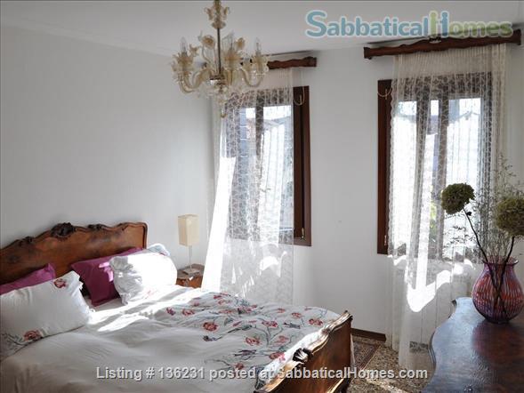"""""""La Zagara"""": wide and bright top-floor flat overlooking Venice's rooftops Home Rental in Venezia, Veneto, Italy 3"""